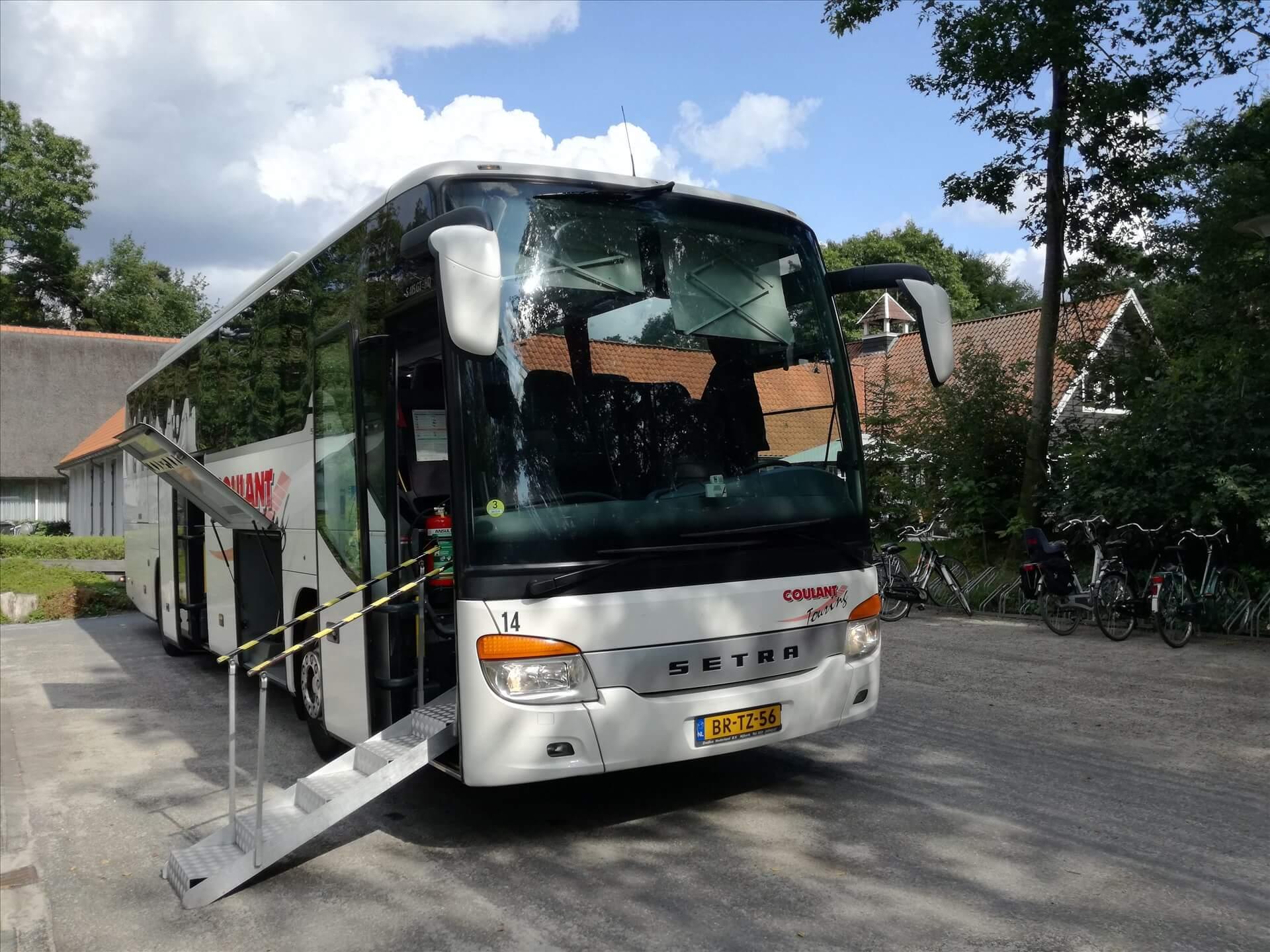 tourbus-voor-mensen-die-slecht-ter-been-zijn