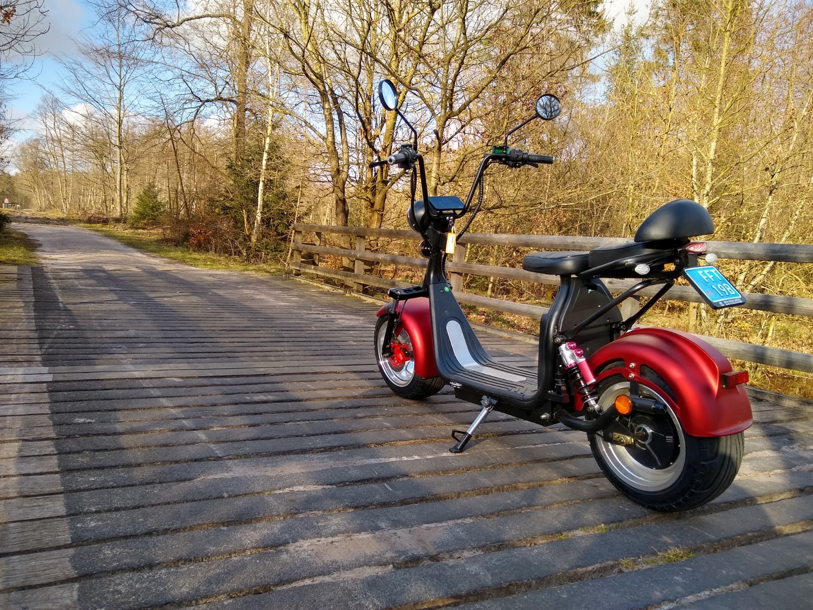 E-scooter red